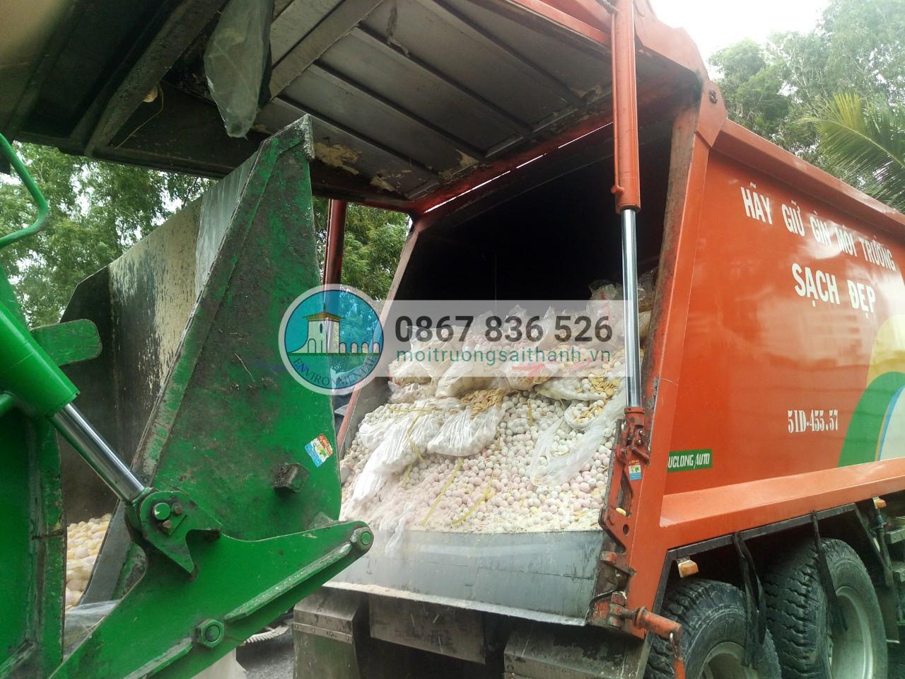 Công ty Sài Thành thực hiện tiêu hủy (phá hủy hình dạng) lô bánh kẹo