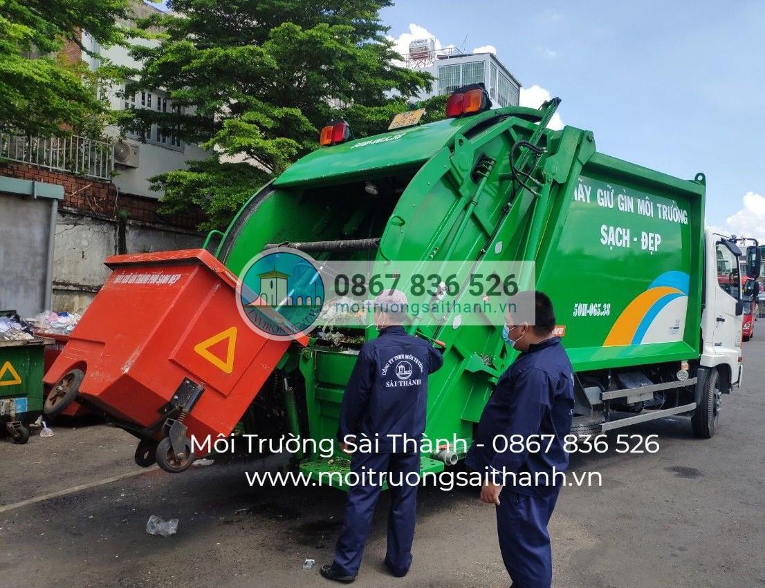 Thu gom rác sinh hoạt tại các bến xe