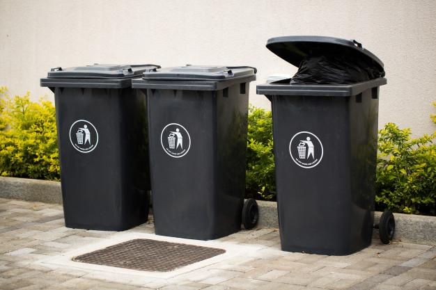 Buôn bán thùng rác, đồ bảo hộ lao động