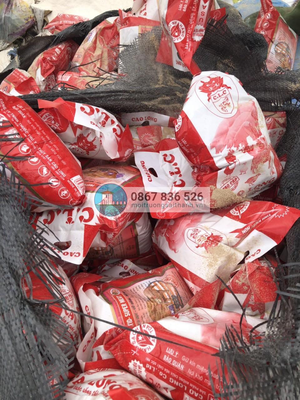 Tiêu hủy lô hàng thức ăn gia súc không đạt chất lượng