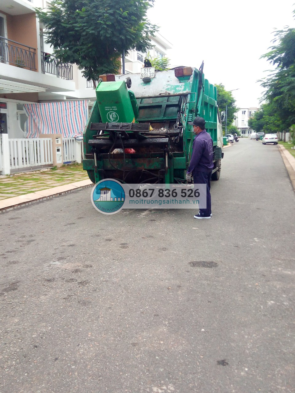 Thu gom rác sinh hoạt nhà phố