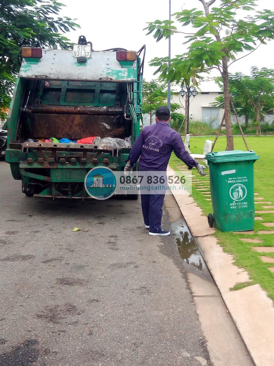 Tổ chức thu gom rác sinh hoạt tại các công viên