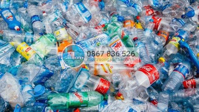Chỉ khoảng 1/3 trong 3,9 triệu tấn rác thải nhựa ở Việt Nam được tái chế khiến nền kinh tế lãng phí từ gần 3 tỷ USD mỗi năm